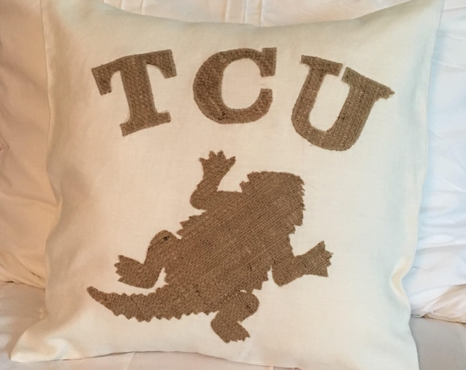 White TCU Horned Frog Pillow 16x16 Pillow Cover with Burlap Applique Frog and Lettering Farmhouse PIllow Farmhouse Decor TCU decor