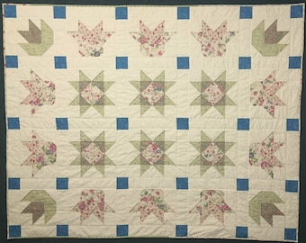 Stars and Tulips Quilt, Flower Quilt, Romantic Quilt, Floral Quilt, Quilted Bed Topper, Quilted Throw