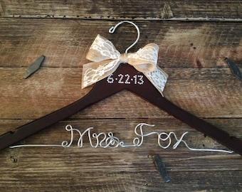 Bridal Hanger / Brides Hanger / Vintage Hanger / Name Hanger / Wedding Hanger / Personalized Bridal Gift / PEARL Wedding Date