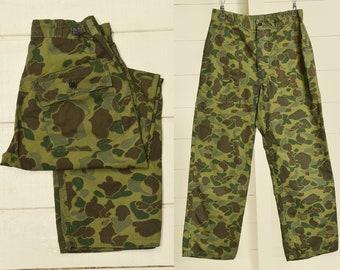 8b7a48789ae 1970s Vietnam Era Duck Camo Cargo Pants Duck Camouflage Hunting Pants 29 x  28