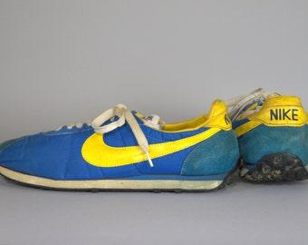 pretty nice 6d45c db71e 70er Jahre machte Nike Waffle Trainer Laufschuhe in Japan Königsblau und  Gold Herren 11,5
