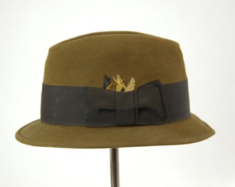 eba7d122292 1950s Royal Stetson Short Brim Bowler Fedora Hat with Feathers size 7 1 8