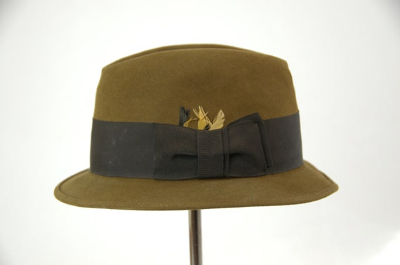 b6520b3e5ed 1950s Royal Stetson Short Brim Bowler Fedora Hat with Feathers