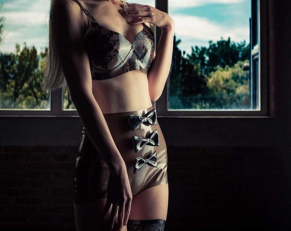Latex Stringpanty mit Schleifen