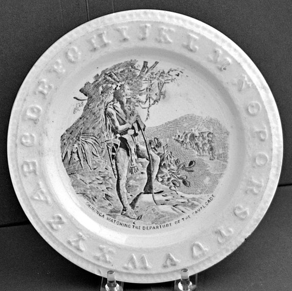 "Antique Alphabet Child ABC PLATE 7 1/4""di Staffordshire Pottery CHINONCA Watching The Departure of the Cavalcade Good Antique Condition"