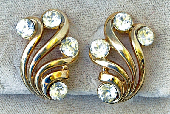 Vintage 1950s CROWN TRIFARI CRYSTAL Earrings 4 Large Cut Rhinestones about 3/4 Carat Ea Gold Tone Clip-On Style Exc Condition
