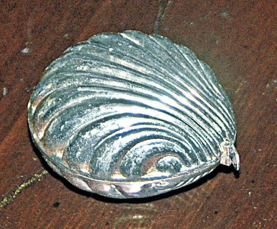 Vintage SEWING TAPE MEASURE Silver Clam Shell Purchased from Local Estate, Ca 1930s. Good Vintage Condition