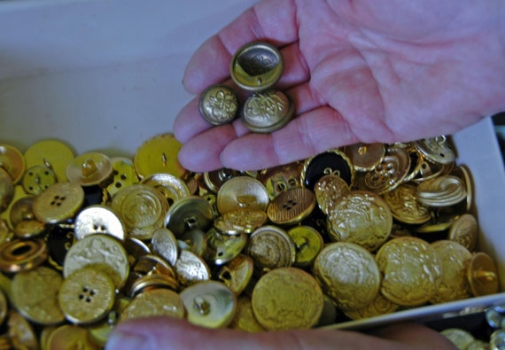 Reduced: Vintage HUNDREDS of MISCELLANEOUS BUTTONS Assorted For the Button Collector, all Sizes - Pearl, Brass, etc Fantastic Selection