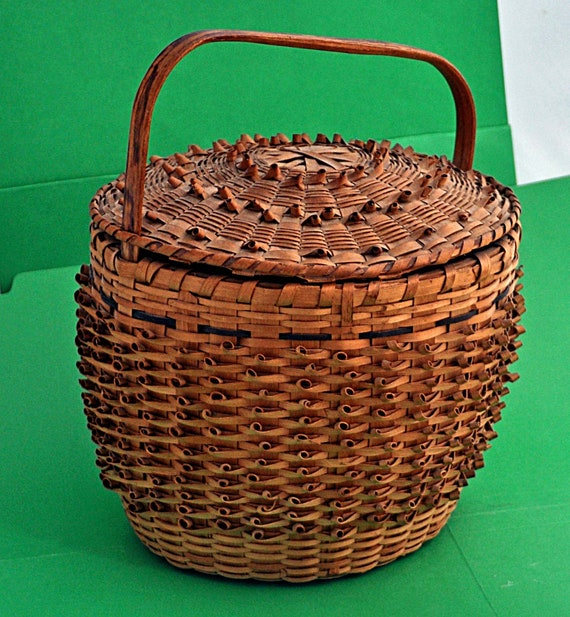 Antique Rare MICMAC INDIAN Carrying BASKET, Ca1870, Ash Splint, HandMade, Porcupine Curls, With Attached Cover From Maine Exc Condition