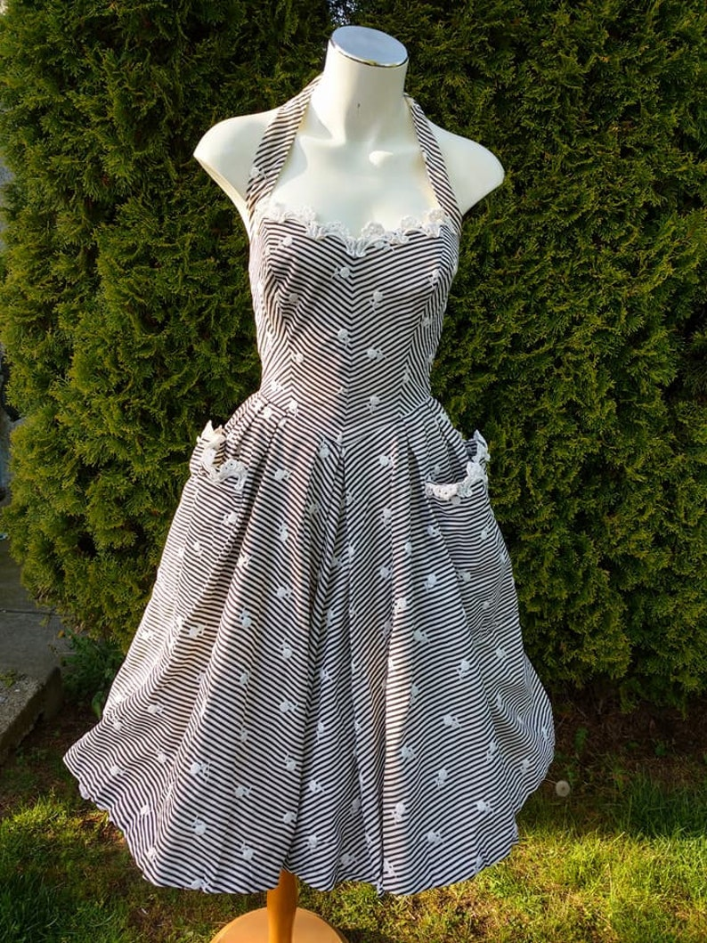 Gorgeous 1950s Black /& White Striped Cotton Halter Dress With Embroidered Roses