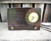 Vintage Mid Century Westinghouse Bakelite Radio H-382T5