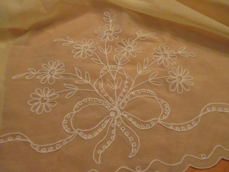 SALE--Luxury Oval Tablecloth by Matouk Swiss Embroidered Scalloped Floral Yellow with 8 Matching Napkins EVC