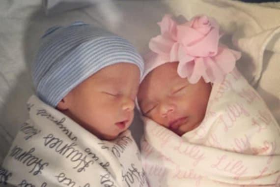 Artículos similares a INFANTEENIE BEENIE twins baby girl ...