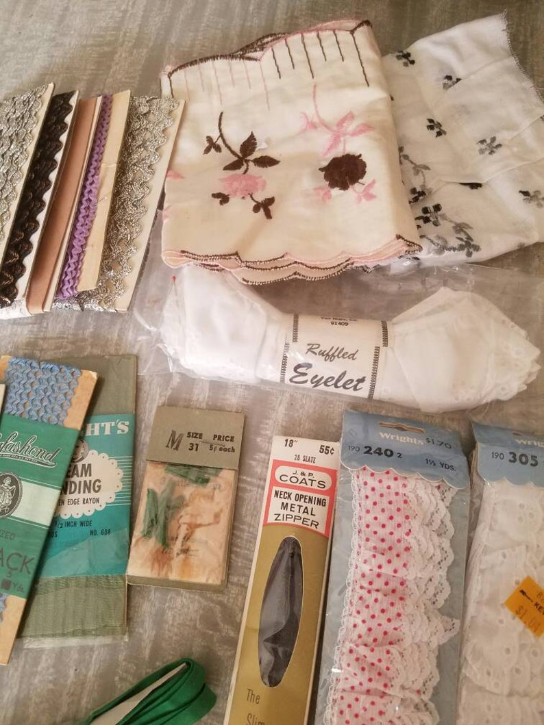 Rick rack,binding,zipper and fabric. Vintage sewing supplies