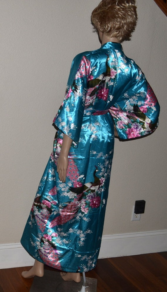 Robe Vintage Style Oriental. Robe de paon turquoise Kimono japonais ...