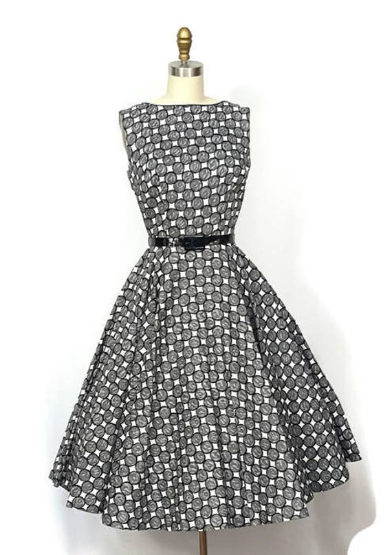 1950s Dress / 1950s Fashion Circle Skirt /  1950s