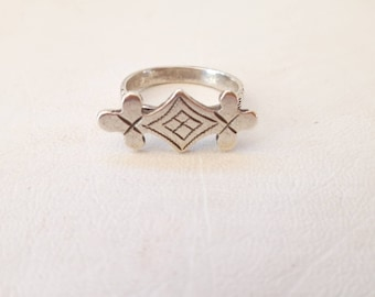 Vintage Sterling Silver Ring Amazigh Moroccan Traditional Design Ring - size US 7.25 Euro 55