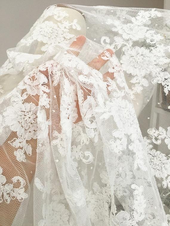 Tissu dentelle Alencon mariée parsemée de Cour en robe ivoire pour mariage robe robe en de mariée voile Costume boléros corsages c899d7