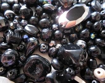 200 Black crackle glass beads B47