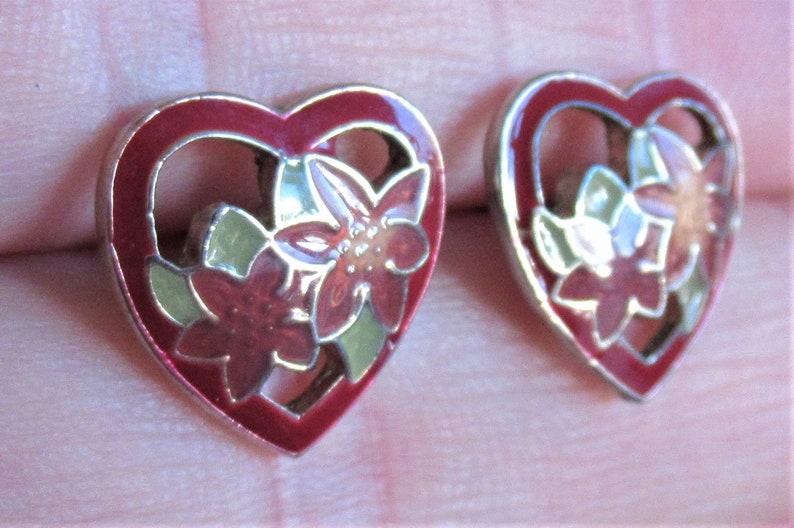 7912 Vintage 80/'s heart shaped flower cloisonne stud earrings silver tone studs