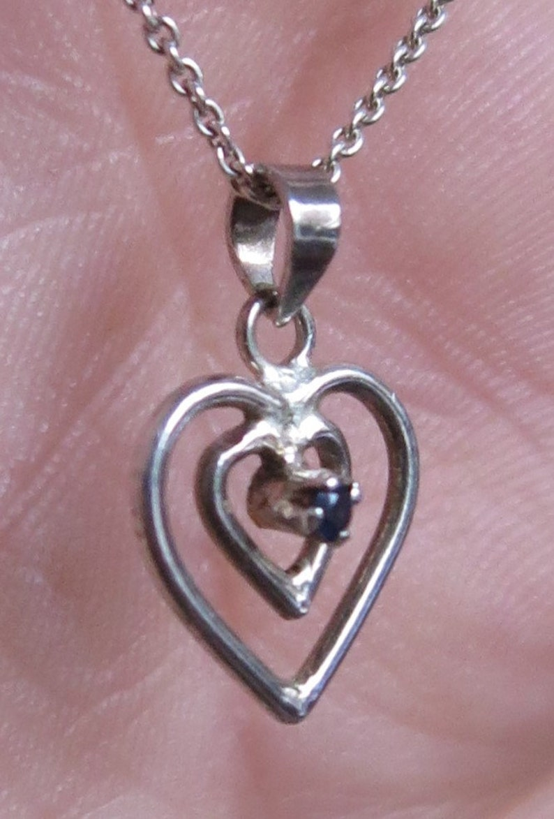 13428 Vintage 80/'s sterling silver heart shaped pendant necklace set with a sapphire gemstone love valentine 925