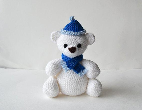 Amour Fou | Crochet }: { Leopold, the Polar Bear... } | 443x570