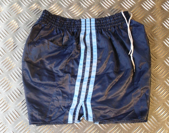 enorme sconto 21b8b 65464 ADIDAS Pantaloncini-Vintage - anni 80 Athletic Sport Shorts - Adidas -  Retro - 1980s - setosa sport pantaloni - elasticizzati - vita 26