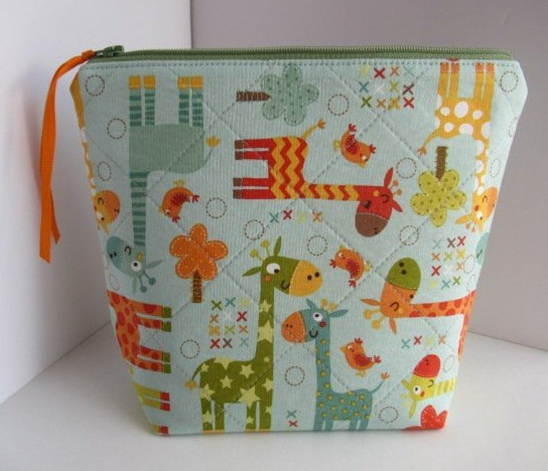 So useful EPP Quilted accessory bag Fully lined. For on-the-go craft projects: crochet Giraffes Zippy pouch knitting etc 1-2 skeins
