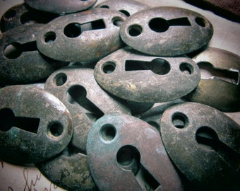 PRICE PER PIECE Vintage Metal Keyhole Escutcheon Aged Oval Architectual Key Hole Plate Antique Victorian House Jewelry Crafts Embellishment