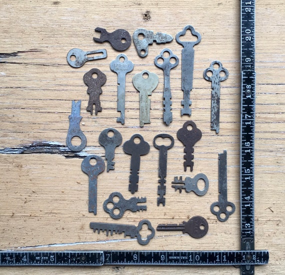 Real Antique Keys Collection of 20 Vintage Hollow Metal Skeleton  Keys Authentic Old Lock Keys Charm Jewelry Supply Pendant Lot