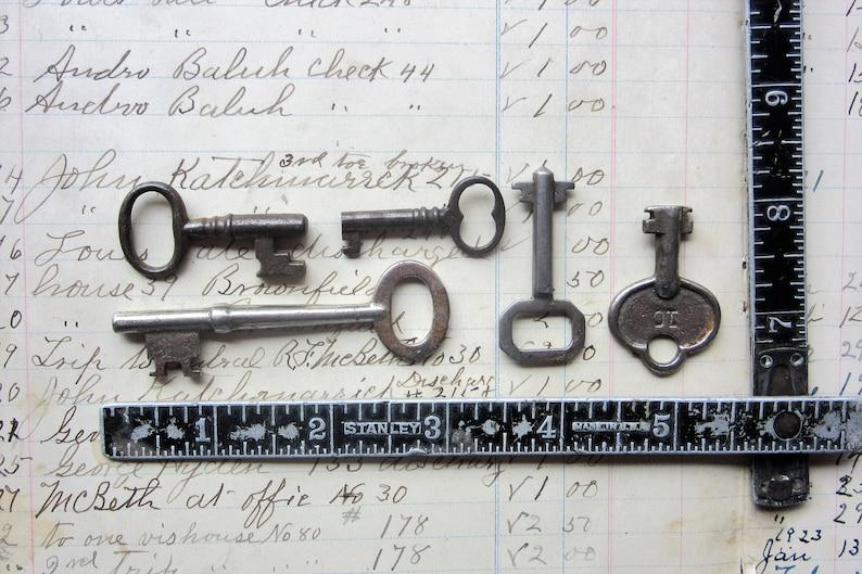 Antique Keys Lot of 5 Real Vintage Metal Skeleton Keys Authentic Old Lock Keys Charm Jewelry Supply Pendant L