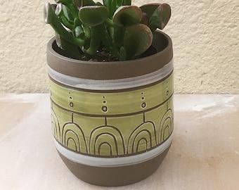 Customizable planter