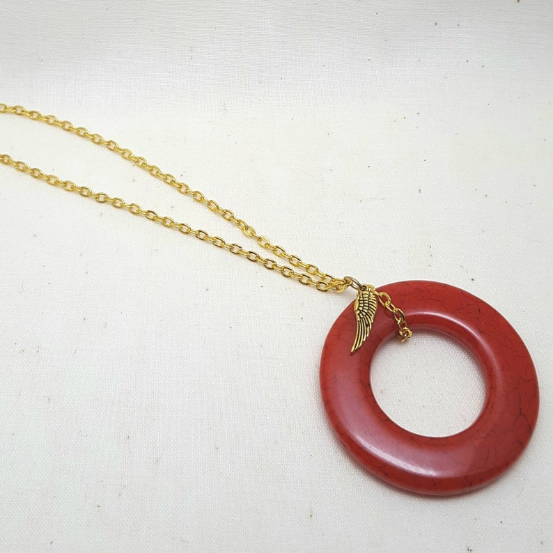 Necklace Acrylic Open Circle Pendant Goldtone Chain Red image 0
