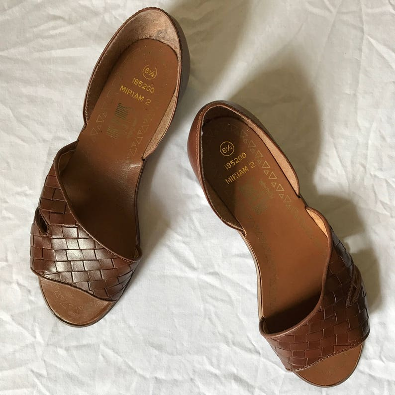 06ac17e5201c3 Vintage Brown Leather Woven Flat Sandals Leather Craft By Sand and Sun Size  6.5
