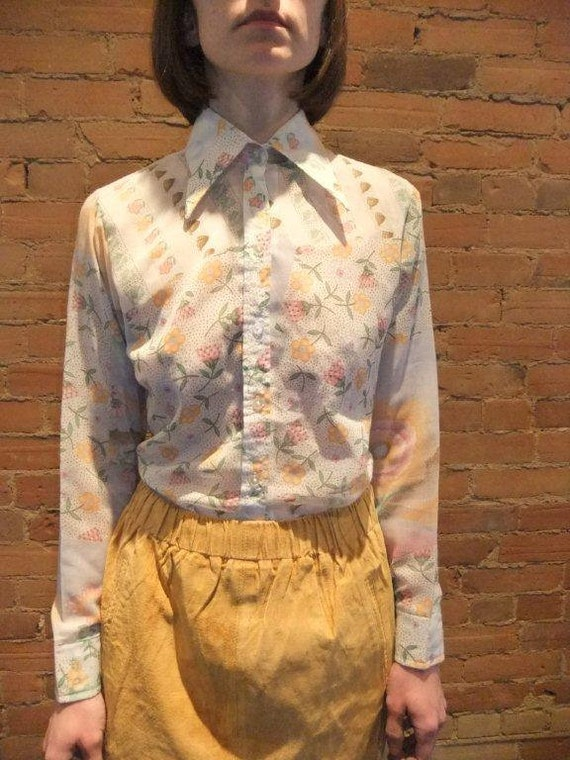 70s psychedelic shirt, floral blouse, pointy colla