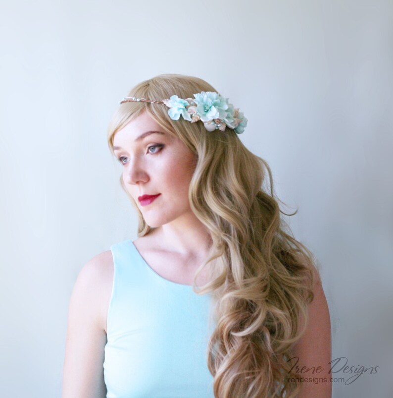 Beach wedding hair accessories. Beach wedding seashell wreath. image 0