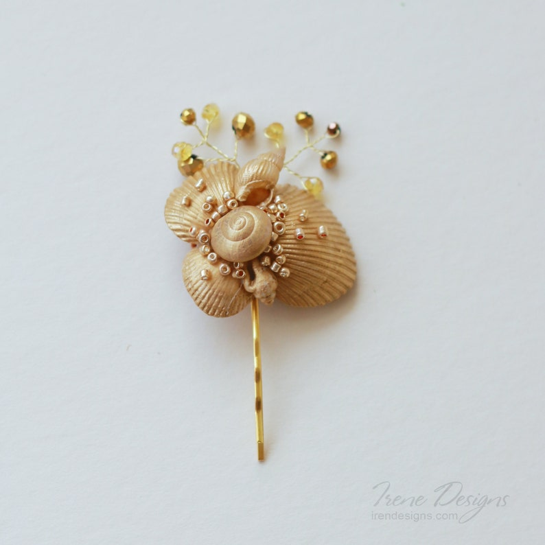 Golden seashell bobby pin. Beach wedding hair accessories. image 0
