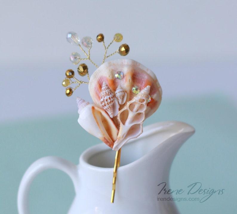 Gold seashell hair pin. Beach wedding hair accessories. image 0