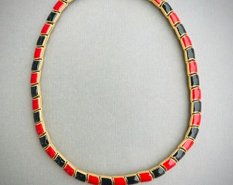 Vintage Unsigned Gold Tone Metall Choker Necklace With Red and Black Enamel