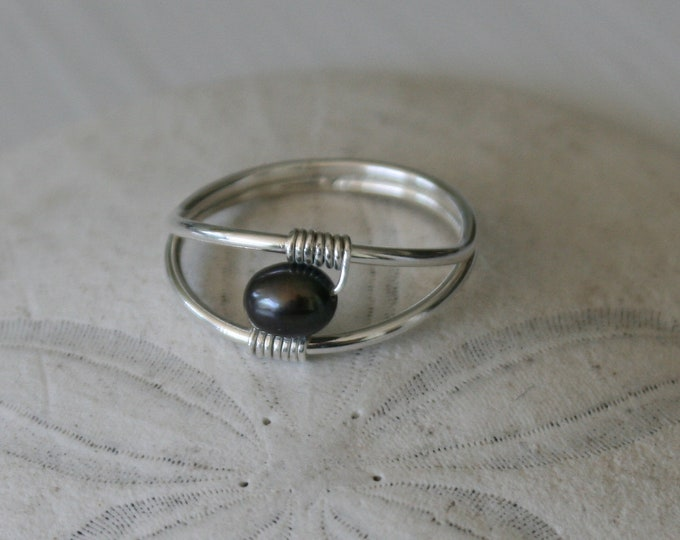 Featured listing image: US Size 8.5 Sterling Silver & Black Pearl Ring