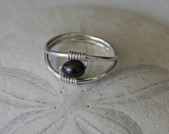 Featured listing image: US Size 6.5 Black Pearl & Sterling Silver Ring
