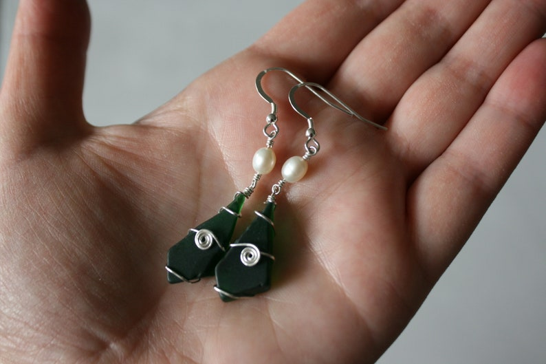 White Pearl /& Emerald Recycled Glass Earrings
