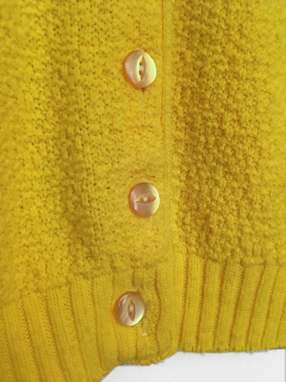 Vintage 60's 70's yellow textured fitted knit sweater Size