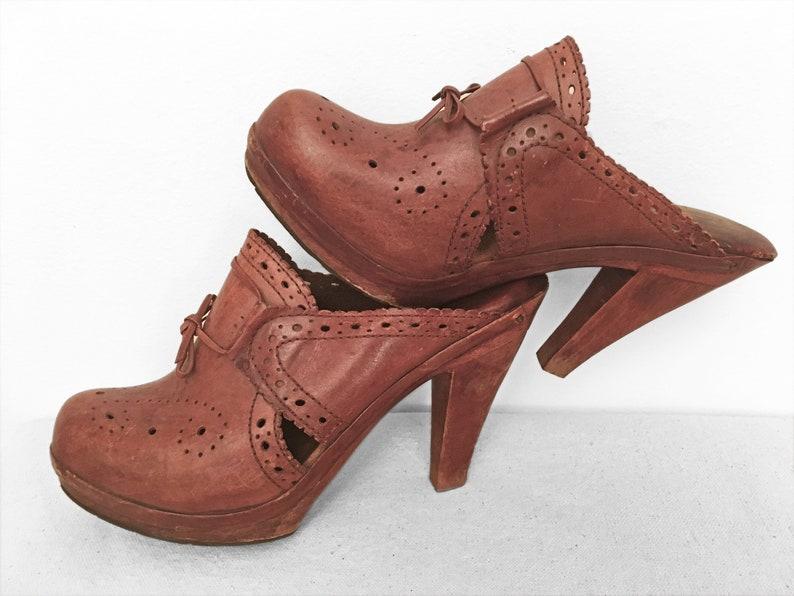 2e8495dd8ad48 70s High Heeled CLOGS Size 8 Leather Wood Brogue