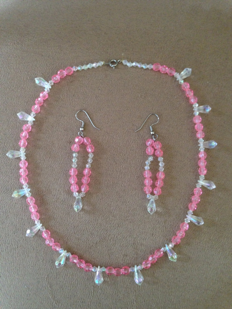 Set Pink /& White Handmade Irridescent Bead Necklace Earring
