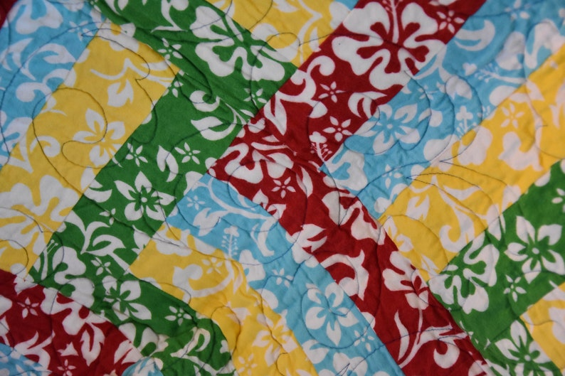 Hawaiian print quilt  Handmade Quilt  Quilt for Sale image 0