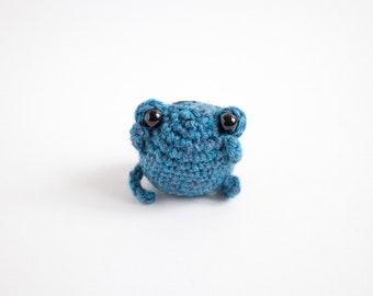 crochet frog plush - amigurumi frog toy