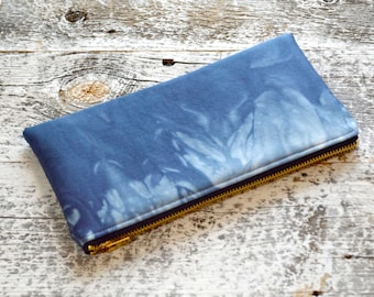 Shibori Clutch in Marbled Marine