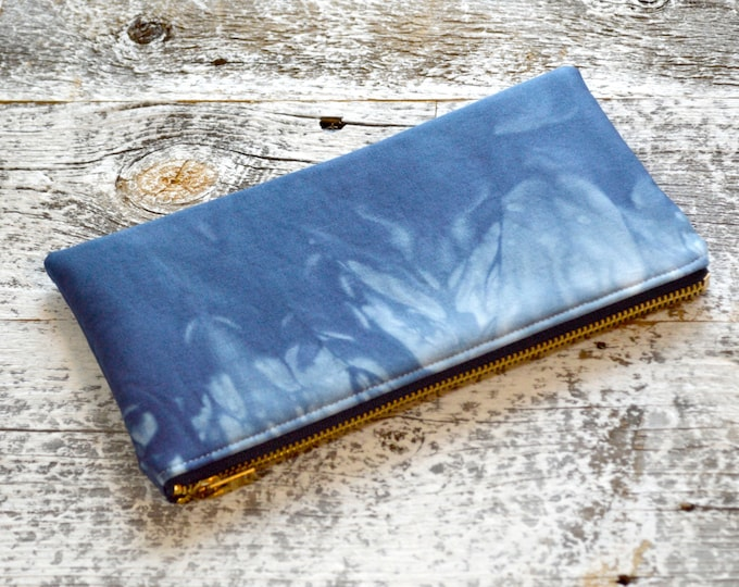Tie-Dye Clutch in Marbled Marine