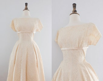 Vintage 1950s Lace Ivory Wedding Dress // 50s Long-Sleeve Tea-Length Cream Gown